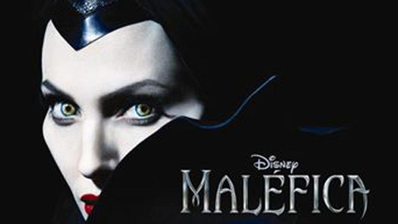 Angelina Jolie luce cornamenta en el primer cartel de Maléfica