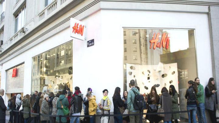 Colas en la Gran Vía por la nueva coleccion de ropa H&M