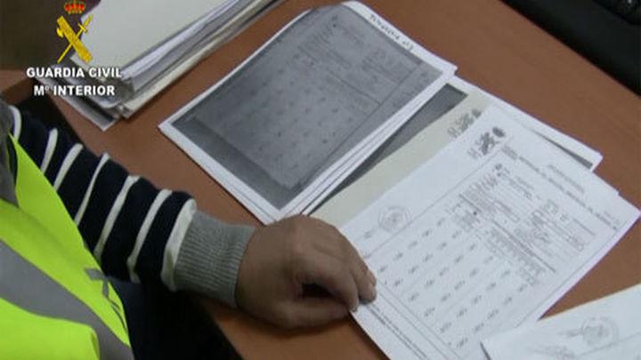 Desmantelada una red que falsificaba respuestas de los exámenes del carné de conducir