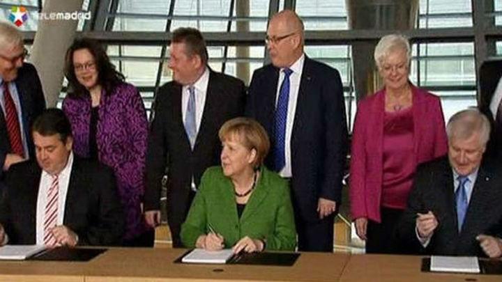 Merkel y los socialdemócratas sellan una coalición que aúna gasto social y ajuste fiscal