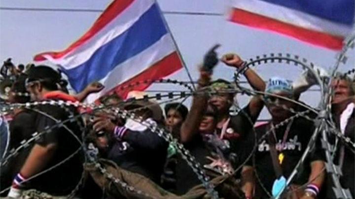El Gobierno tailandés ofrece celebrar elecciones para acabar con las protestas