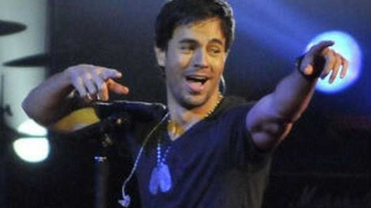 El trópico moldea el verano musical, con Enrique Iglesias y Rihanna al frente