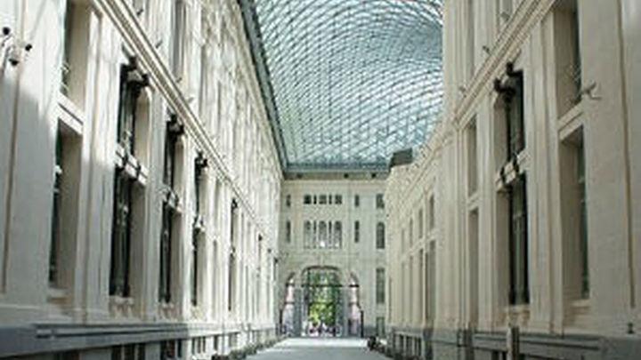 Cibeles inaugura la pista de hielo de la Galería de Cristal