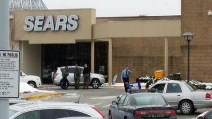 Tres muertos, entre ellos el autor, en un tiroteo en centro comercial de EEUU