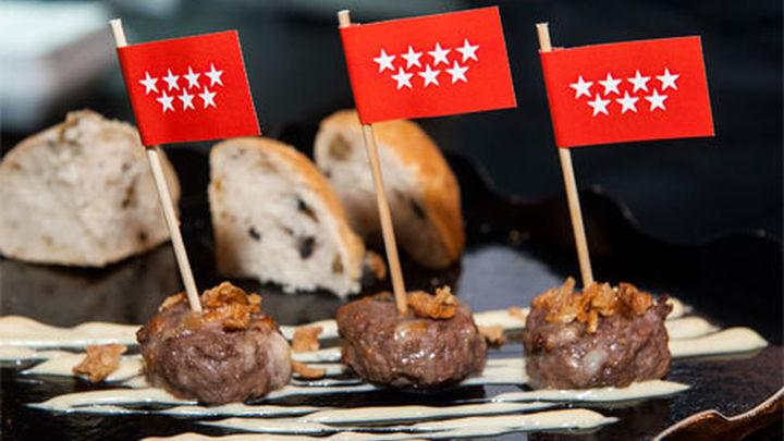 Sarasola asiste a la presentación de la nueva 'Hamburguesa Madrid'