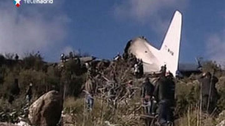 Confirman 76 muertos y un superviviente en el accidente aéreo en Argelia