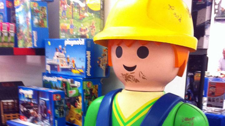 Miles de juguetes en el Mercado del Juguete de Madrid este sábado