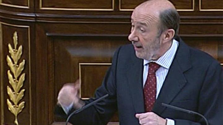 """Rubalcaba: """"Señor Rajoy, ¿en qué país vive usted?"""""""