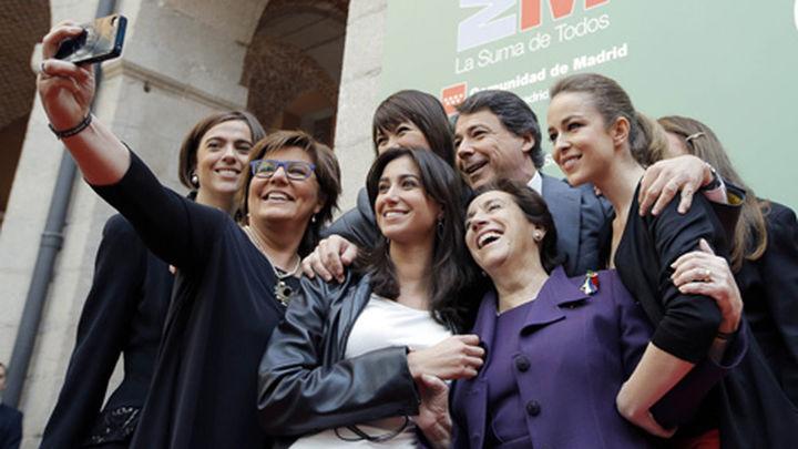 El término 'selfi', elegido palabra del año por la Fundación del Español Urgente
