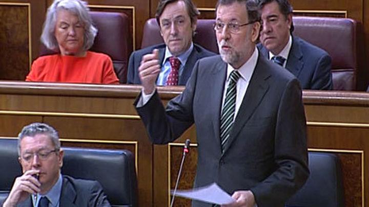"""Rajoy tacha de inmovilista a Rubalcaba ante su acusación de """"chapuza"""" a la Lomce"""