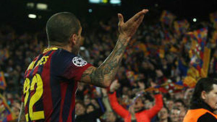Dani Alves se encara con la afición del Barça