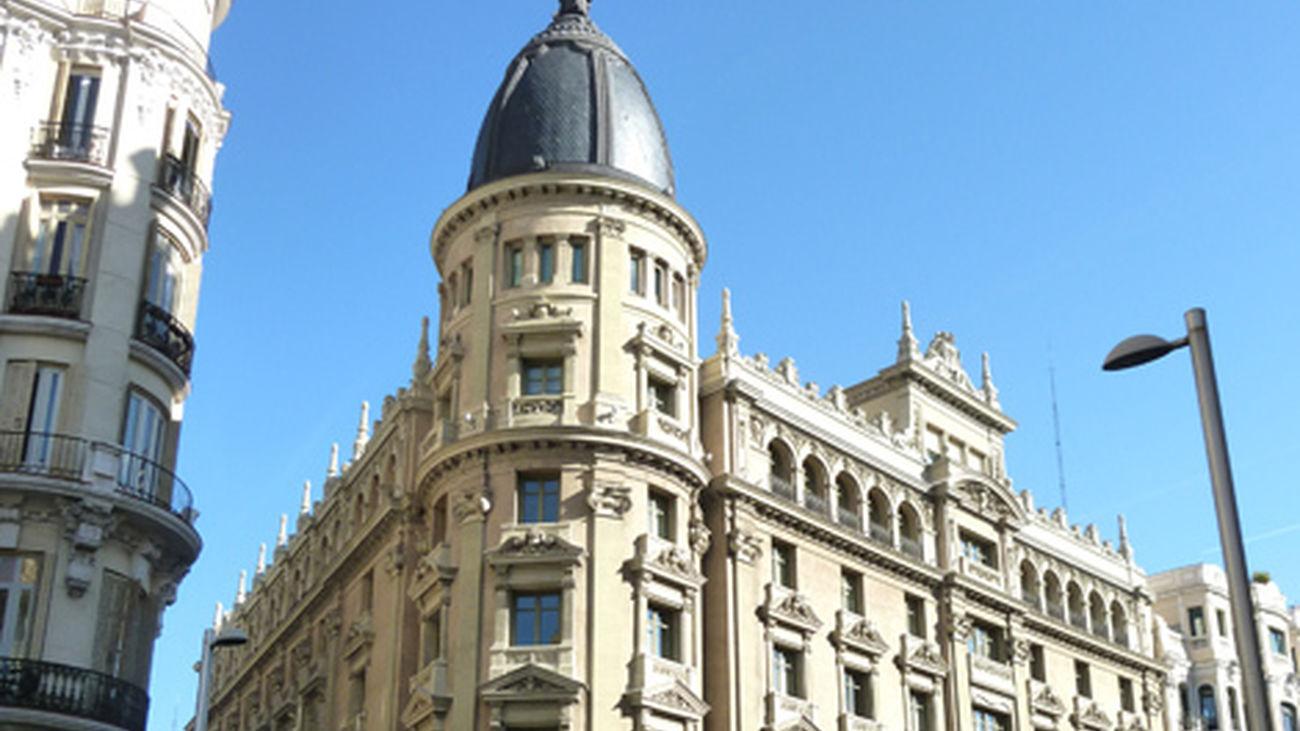Placa en recuerdo al arquitecto Luis Sáinz de Los Terreros