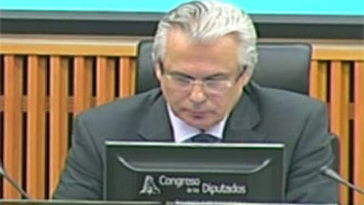Garzón anima a jueces de la Audiencia a no cerrar los  casos de justicia universal