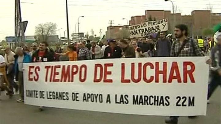 """Miles de personas marchan por la """"dignidad"""" en España"""