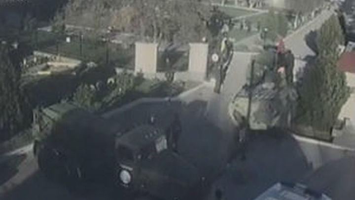 Asaltan con blindados la base aérea ucraniana de Belbek, en Crimea