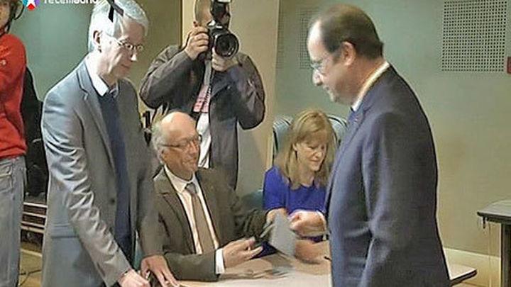 Hollande, el menos popular; Valls, el más respaldado