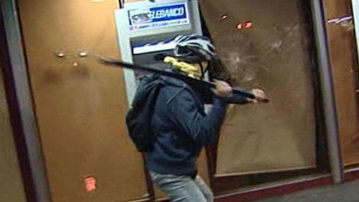Ni el PSOE ni Izquierda Unida condenan los actos violentos del 22M