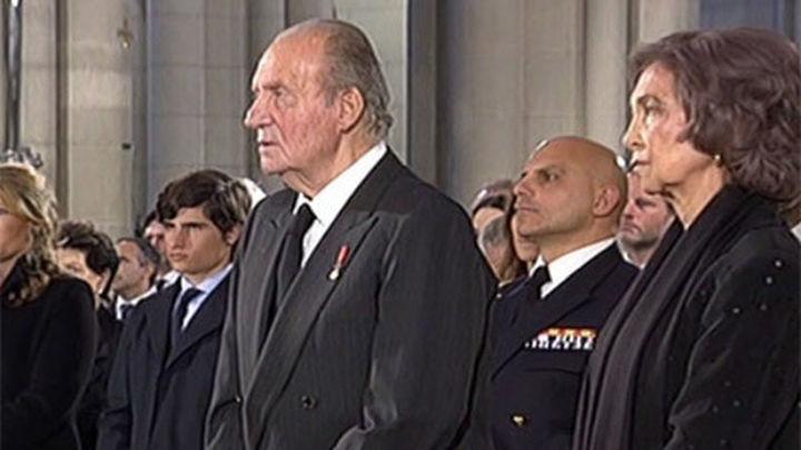 Los Reyes presiden el funeral de Estado por Suárez en la Almudena