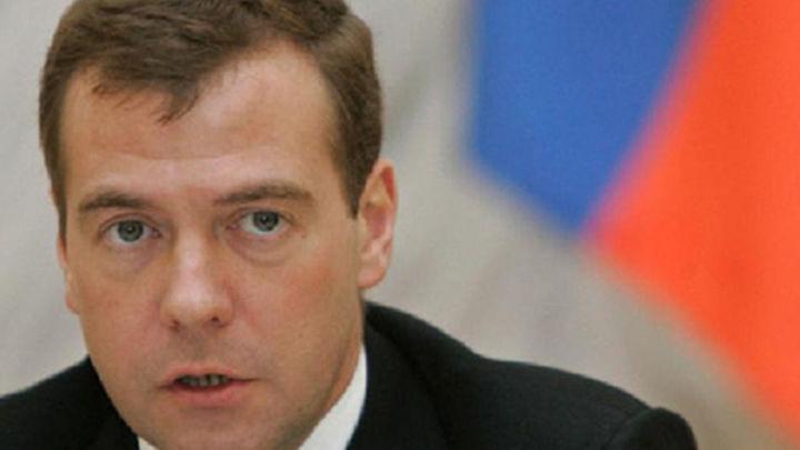 Medvedev llega a Crimea en la visita de más alto nivel desde la anexión a Rusia