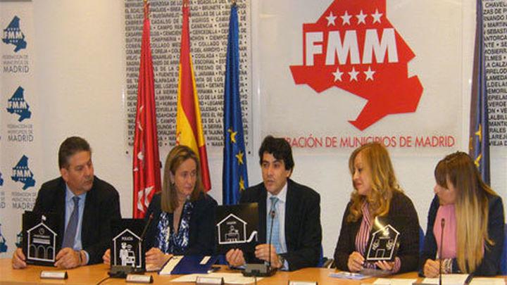 Los Ayuntamientos madrileños señalizarán con pictogramas sus edificios públicos
