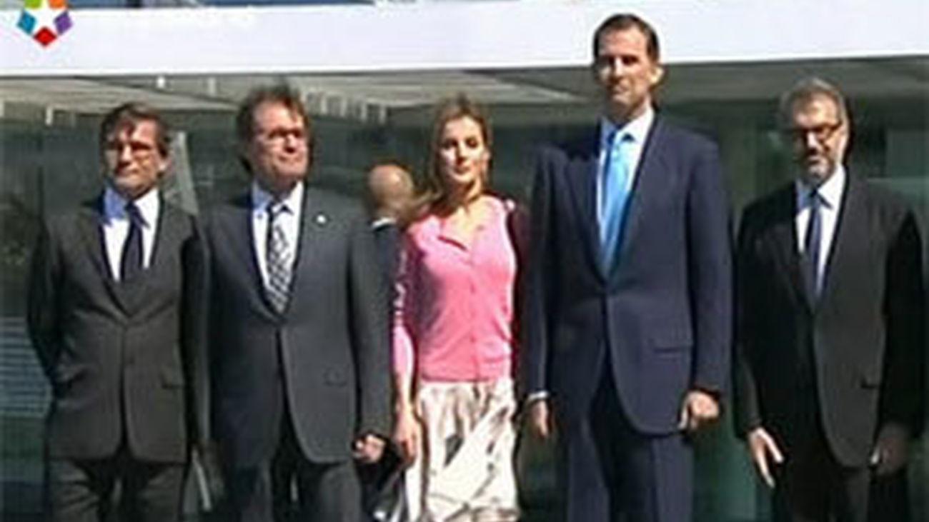 Los Príncipes inauguran la nueva sede de Puig en Hospitalet
