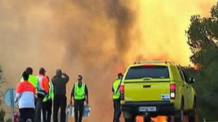 Seis helicópteros combaten el incendio de Ibiza
