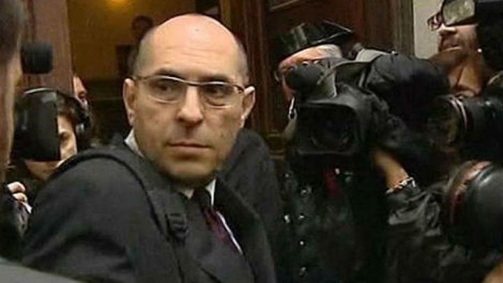 El juez Silva trata de retrasar el inicio del juicio  con la renuncia de su abogado a defenderle