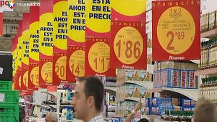 Los consumidores no ven un futuro optimista y la confianza baja en julio