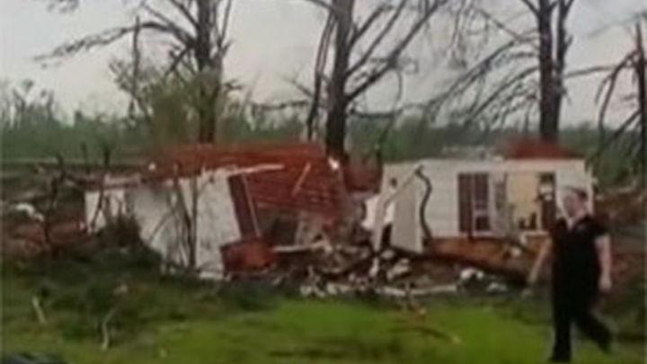 Una treintena de muertos y un tercio de EE.UU. en alerta por tornados