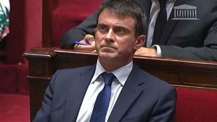 Valls saca adelante los recortes en Francia pese a discrepancia en su partido