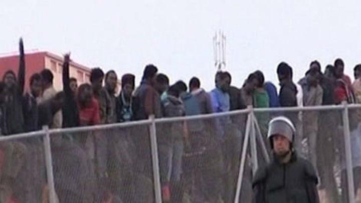 Archivada la imputación de 8 guardias civiles por su actuación en la valla de Melilla