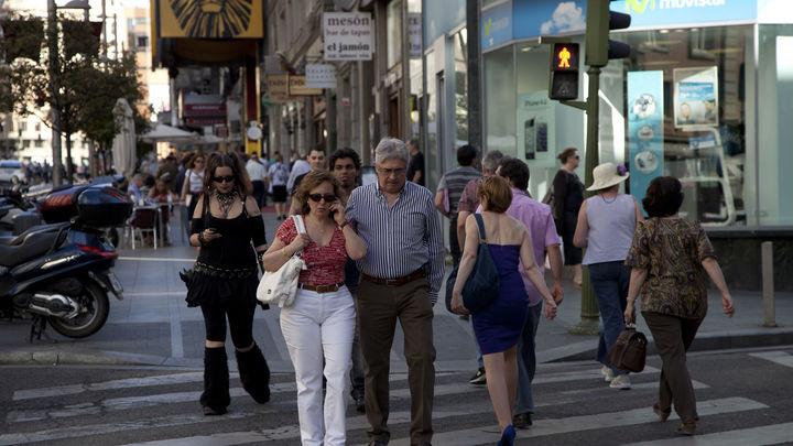 CIS: El PP aventaja en 5,7 puntos al PSOE, mientras IU y UPyD frenan su avance