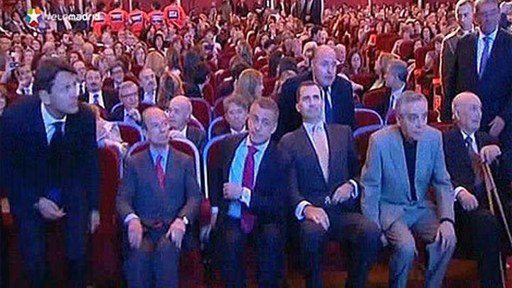 Parlamentarios de EH Bildu irrumpen en un acto del Príncipe en Bilbao
