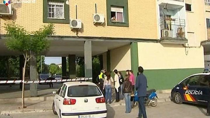 Un niño de 6 años muerto y dos menores muy graves en un incendio en Sevilla