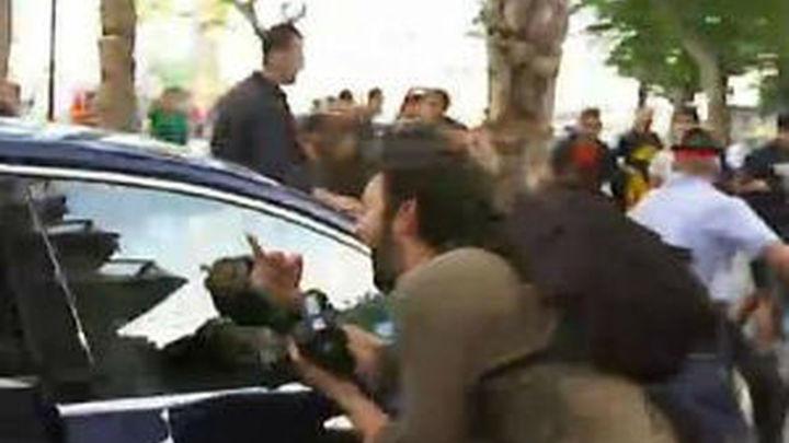 Independentistas apedrean el coche de Montoro en Barcelona