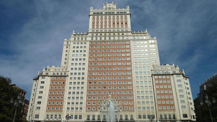 El Edificio España baja de nivel de protección pero debe conservar la fachada