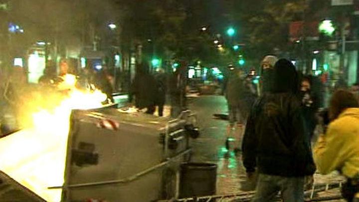 Otra noche violenta con 30 detenidos en Barcelona por choques con la policía