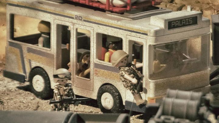 Los juguetes rinden homenaje a las tropas