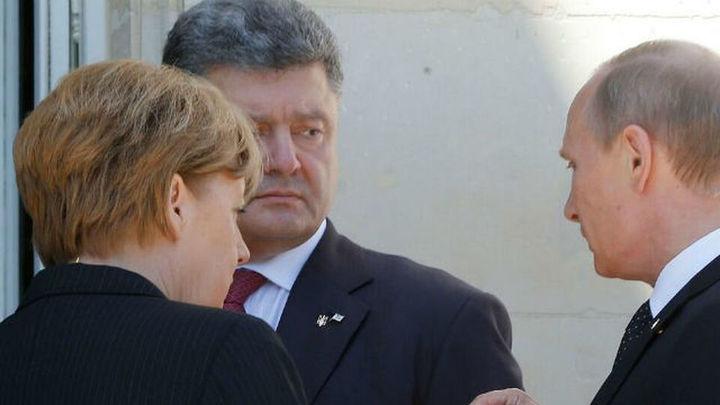 Poroshenko dice a Putin que es inadmisible la entrada de tanques por la frontera rusa