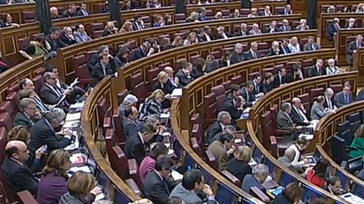 Congreso: cinco enmiendas contra la ley de abdicación pidiendo un referéndum