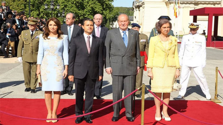 Los Reyes reciben en el Palacio del Pardo al presidente mexicano y su esposa