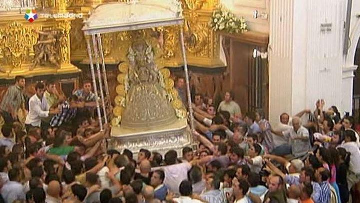 Los almonteños saltaron la reja a las 3:13 y comenzó la procesión de la Virgen