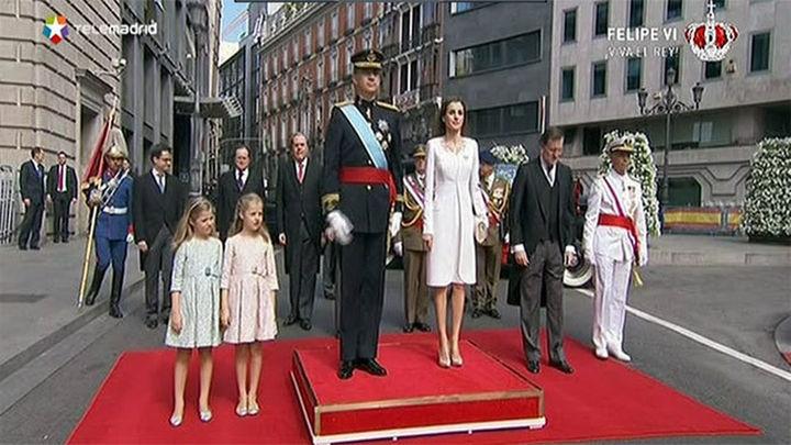 Los Reyes de España llegan al Congreso