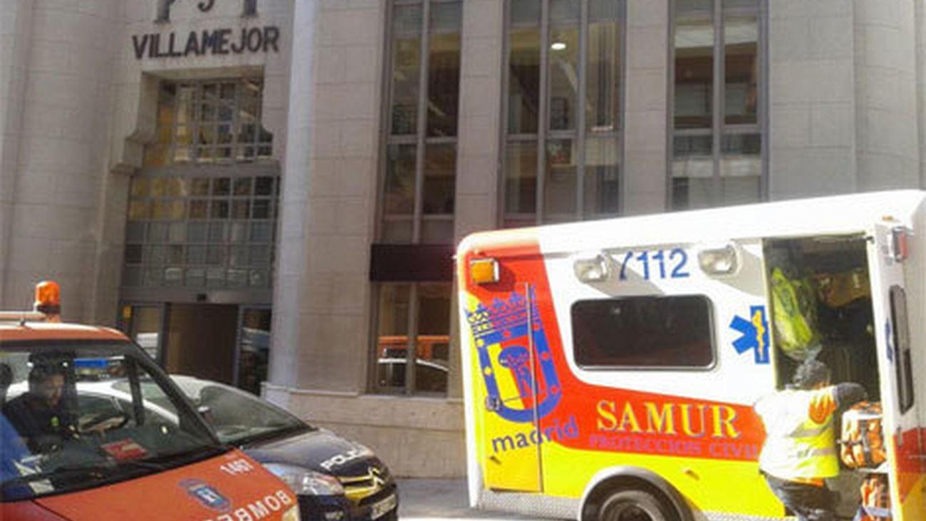 Activan el protocolo por riesgo químico en las oficinas de  Standard&Poor's en Serrano