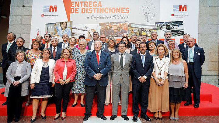 González ensalza la profesionalidad de los  150.000 empleados públicos de la Comunidad