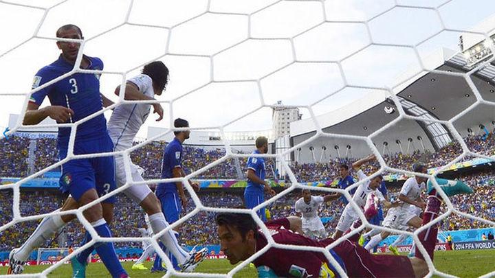 0-1. Godín mete a Uruguay en octavos y elimina a Italia
