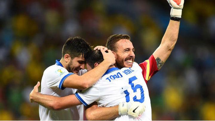 2-1. Grecia se clasifica cuando Costa de Marfil lo festejaba