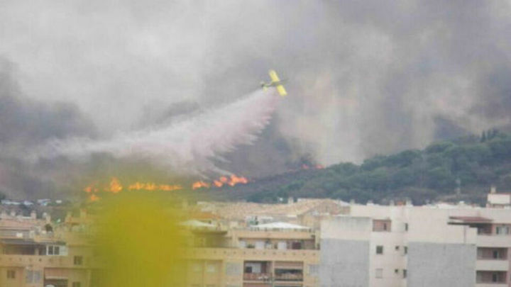 Activado el nivel 1 en el incendio  de Mijas que ha obligado a desalojar una calle
