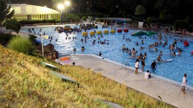 Qu tal un chapuz n nocturno en la piscina municipal de for Piscina de alcobendas