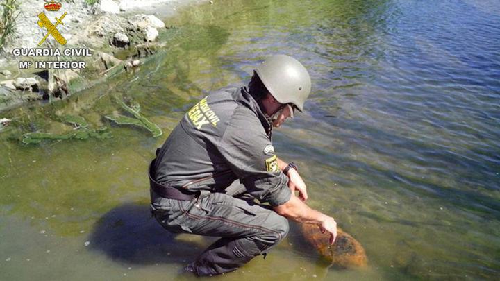 Desactivan una bomba de 50 kilos de la Guerra Civil oculta en el río Jarama